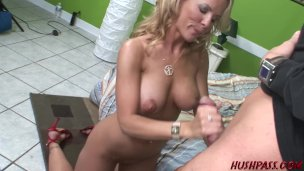 Cheating Wife Kayla Synz Has an Anal Adventure